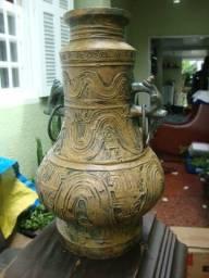 Esta peça é para colecionador: Moringa de Bronze sem data e sem marca de fábrica