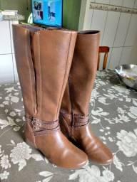 Bota de couro conforto e praticidade n 35
