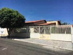 Casa de 3 Quartos - Bairro Bandeirante