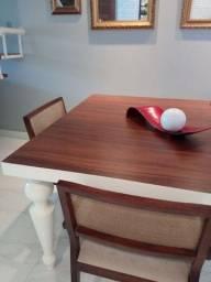 Mesa de jantar com 4 cadeiras