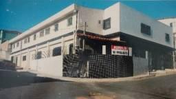 Aluga-se Apto. em São Lourenço com: 2 quartos, 1WC, área de serv., sala e cozinha