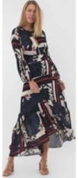 Vendo este vestido de cor azul marinho com estampas floridas em branco tamanho 44