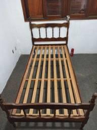 Cama de solteiro madeira bruta