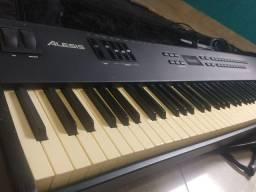Piano Alesis QS8