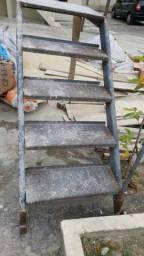 Escada ferro com corremão