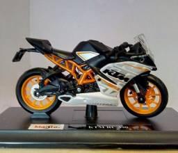 Duas miniaturas KTM