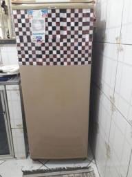 Vende se essa geladeira boa