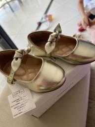 Sapato Lupie Dourado com Laço