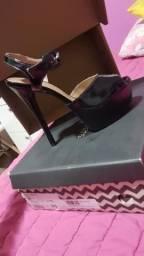 Sandália de salto 15, na cor preta