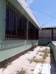 Excelente Casa Comercial na Protásio Alves