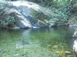 Sitio 16.000 m², localizado em meio ao parque Três Picos