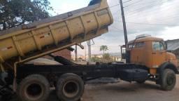Caminhão basculante 1513 trabalhando trucado bousa de ar turbindo hidraulico