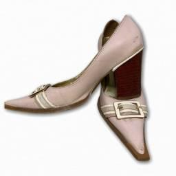 Sapato em couro com fivela