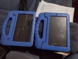 Tablets funcionando normal,com capinhas,falta só o carregador