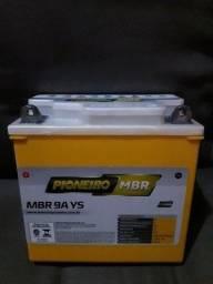 Vendo bateria de moto grande nova