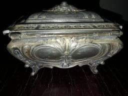Belo porta joias metálico muito antigo