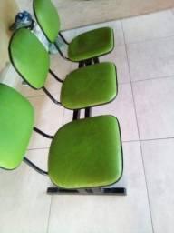 Cadeira com três assentos