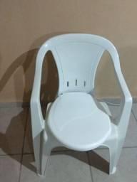 Cadeira higiênica para pessoas com dificuldade de locomoção para ir ao banheiro