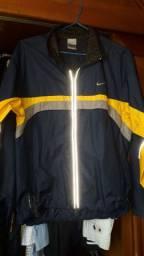 Vendo essa jaqueta  original da Naike tmh M  nova