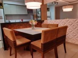 Mesa de Jantar com 8 lugares
