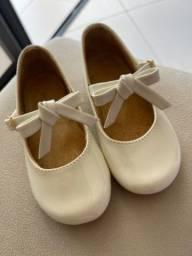 Sapato Off White verniz com laço