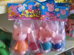 Família Peppa pig brinquedo bonequinhas de borracha com apito novo