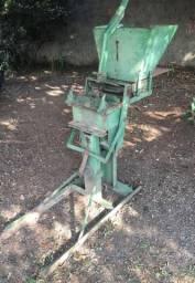 Máquina de Fazer Paver e Tijolo Ecológico R$2.250