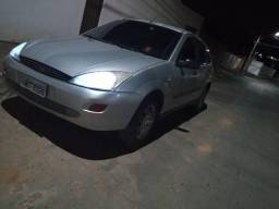Ford Focus Hatch / completo - 2001