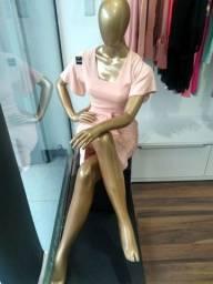 Manequim feminino sentada