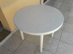 Mesa redonda em PVC