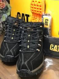 Botas CAT +  cinto e carteira