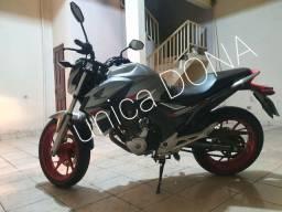 Moto CB com 250 ABS e rodão