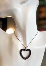 Semijoia coração em pedraria preta