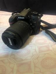 Câmera Nikon D7000 + lente 18-105mm + flash speedlight SB-700