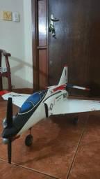 Aeromodelo  F4