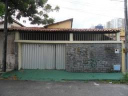 Excelente localização, próximo ao Supermercado Pão de Áçucar da Av Aguanambi, 05 quartos (