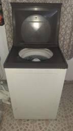 Máquina de lavar roupa Brastemp.