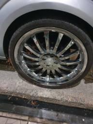 Roda 20 com pneus.