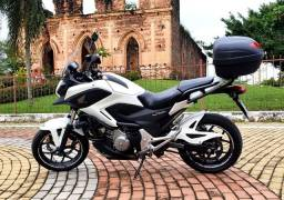 Vende-se Honda NC 700X / 2013  2 cilindros - Oportunidade