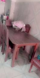 Mesa quadrada com 5 cadeiras semi nova com 6 meses de uso