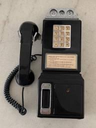 Telefone antigo de origem americana
