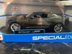 Maisto Special Edition Chevrolet Camaro 2017 Fifty 1:18 Miniatura Réplica
