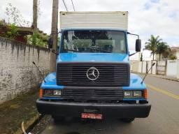 Caminhão Mercedes 1214 baú