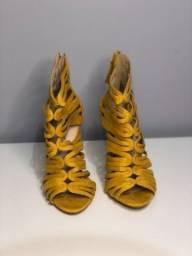 Sandália salto fino amarela Zara