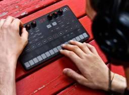 Sintetizador analógico monofônico IK Uno Synth