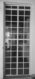 Porta de metal com vidro