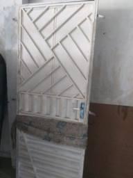 Porta de ferro reforçada tamanho padrao **ACEITO CARTAO E ENTREGO **