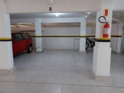 Apto semi mobiliado, com garagem, próximo a Beira Mar do Estreito