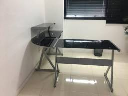Escrivaninha de vidro preto