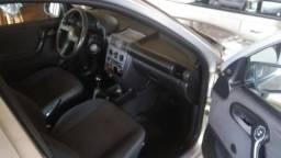 Carro Classic Life Sedan - 2005